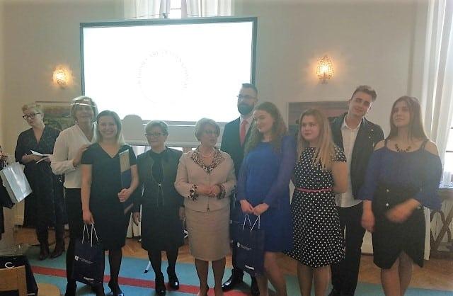 Polscy studenci pielęgniarstwa wyróżnieni prestiżową Nagrodą Pielęgniarską Królowej Sylwii